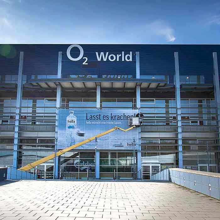 Großbanner O2 World Arena in Hamburg